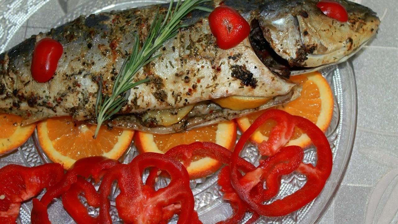 Желтохвост (лакедра), запеченный в рукаве с чесноком и соевым соусом