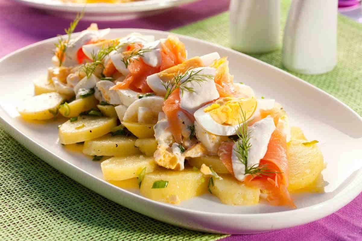 Салат с авокадо и семгой - легкая, пикантная и очень аппетитная закуска!