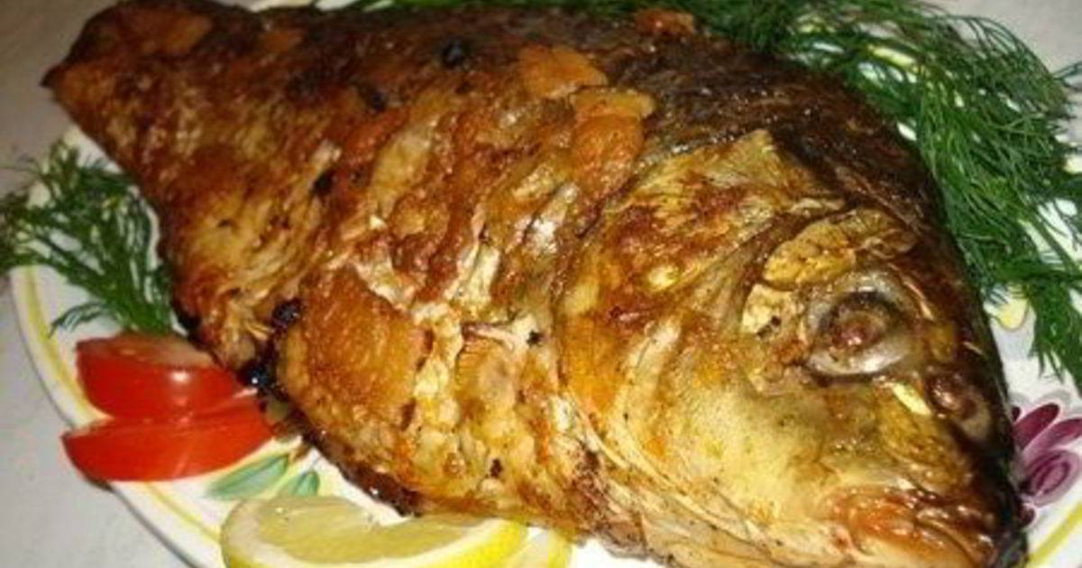 Карась в духовке в фольге, рукаве для запекания целиком. рецепты с картошкой, майонезом, чесноком, сметаной. фото пошагово