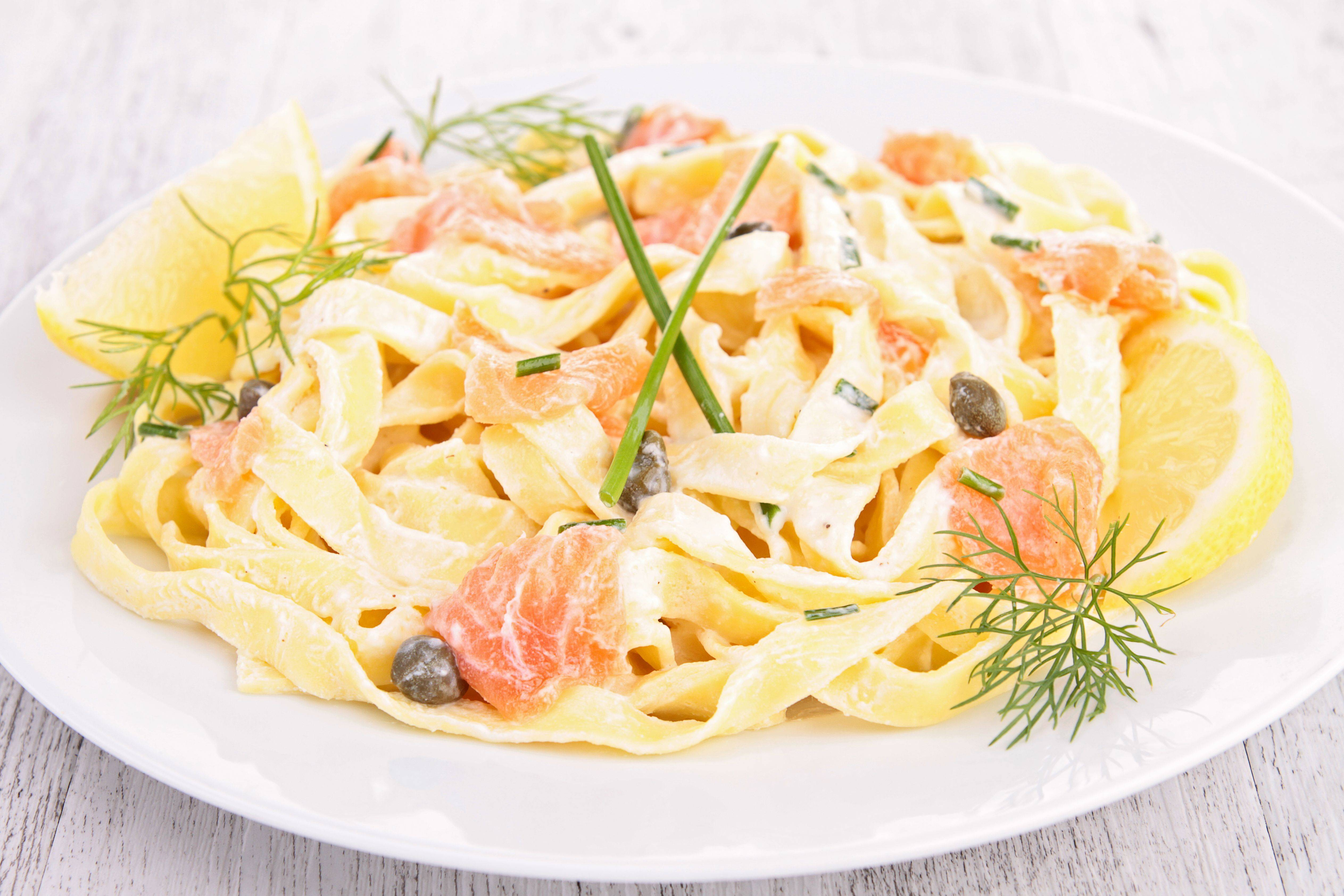 Домашние фетучини с лососем в сливочном соусе | сало — сила!