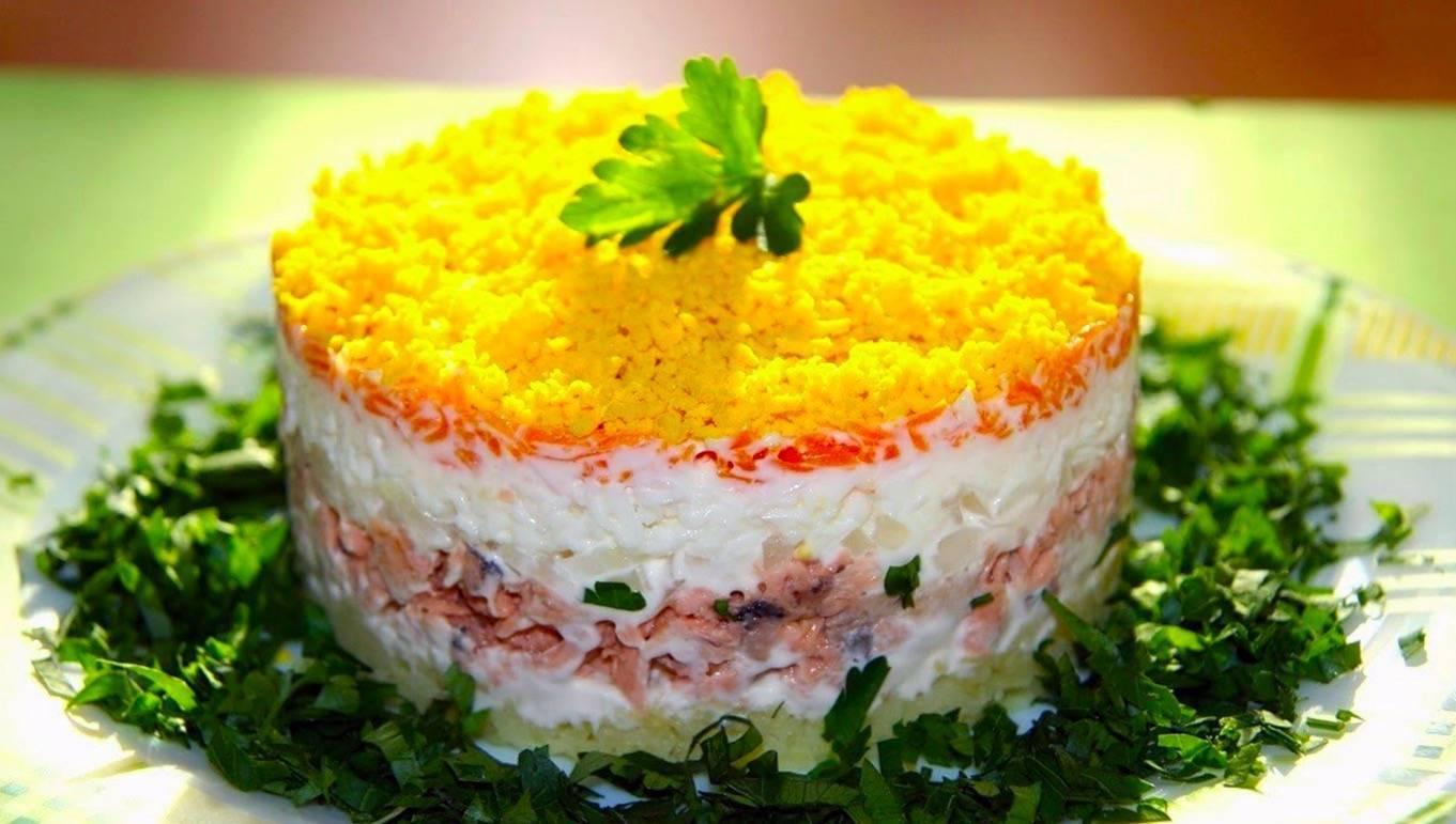 Салат из вареной рыбы - самый лучший вариант для легкого ужина: рецепт с фото и видео