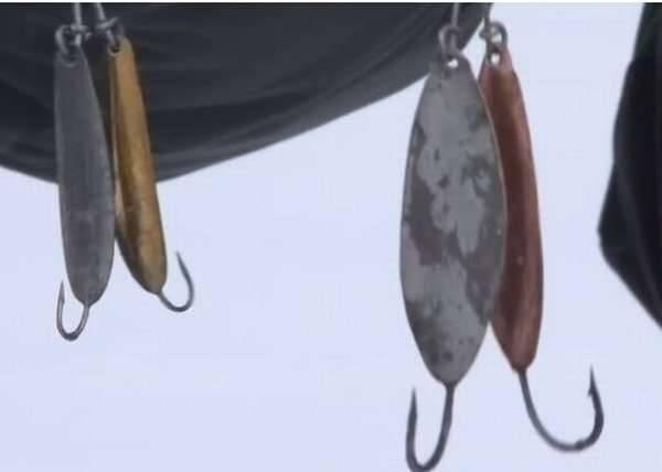 Как ловить налима на стукалку зимой?