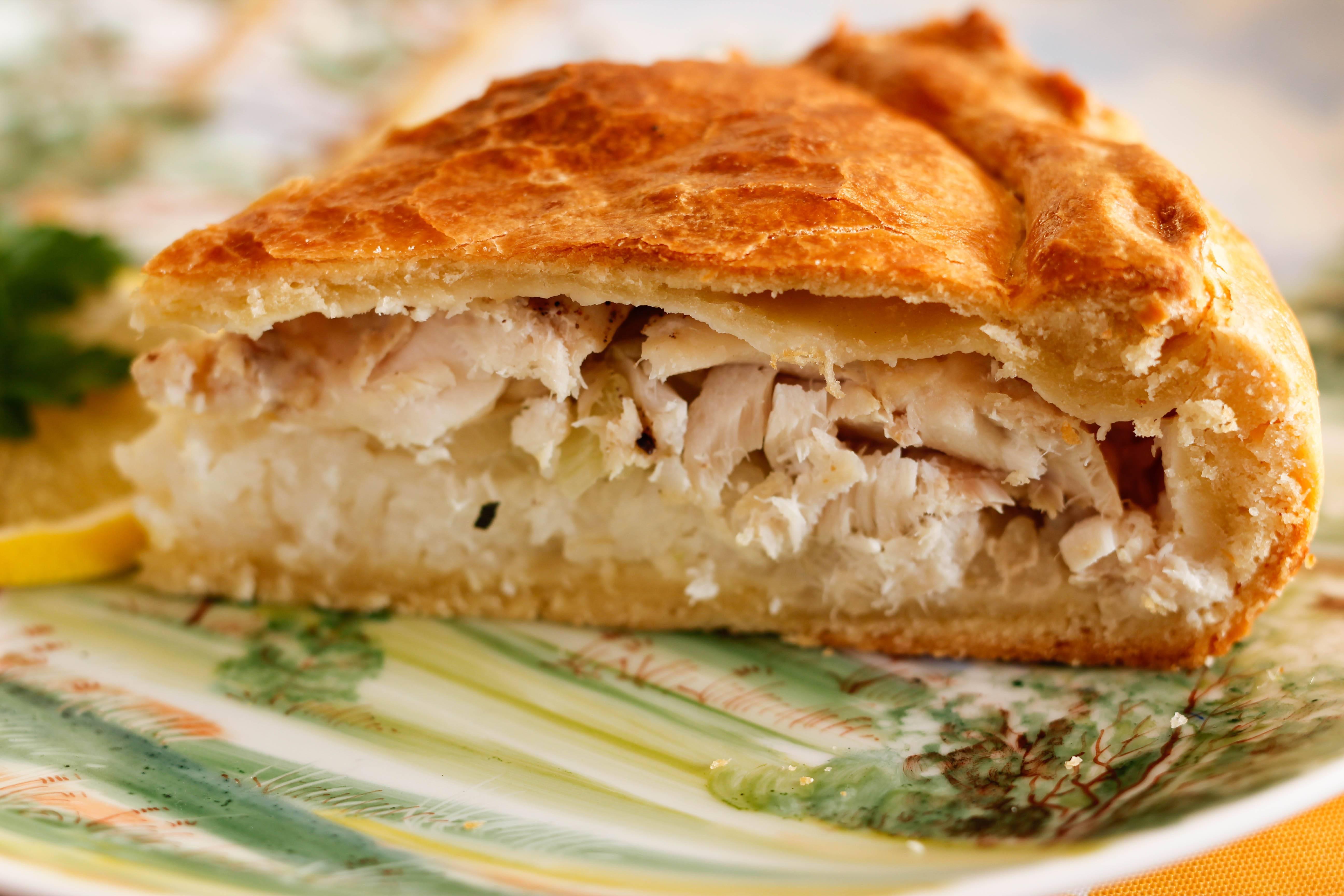 Как испечь рыбный пирог из дрожжевого теста – пошаговые рецепты