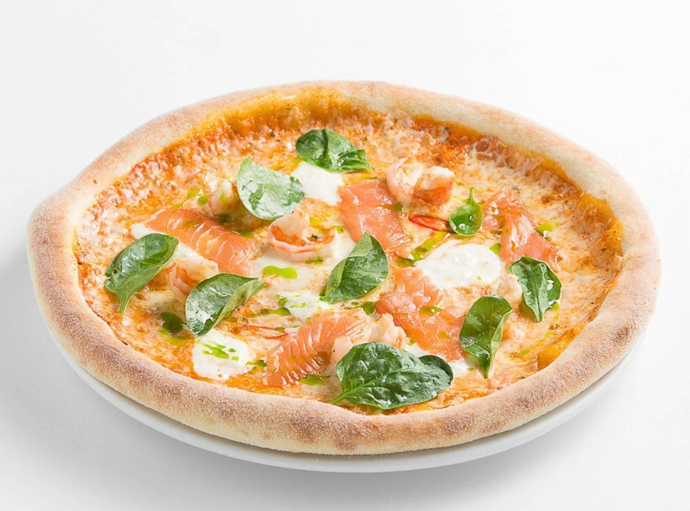 Пицца с колбасой, сыром и помидорами - 6 пошаговых рецептов