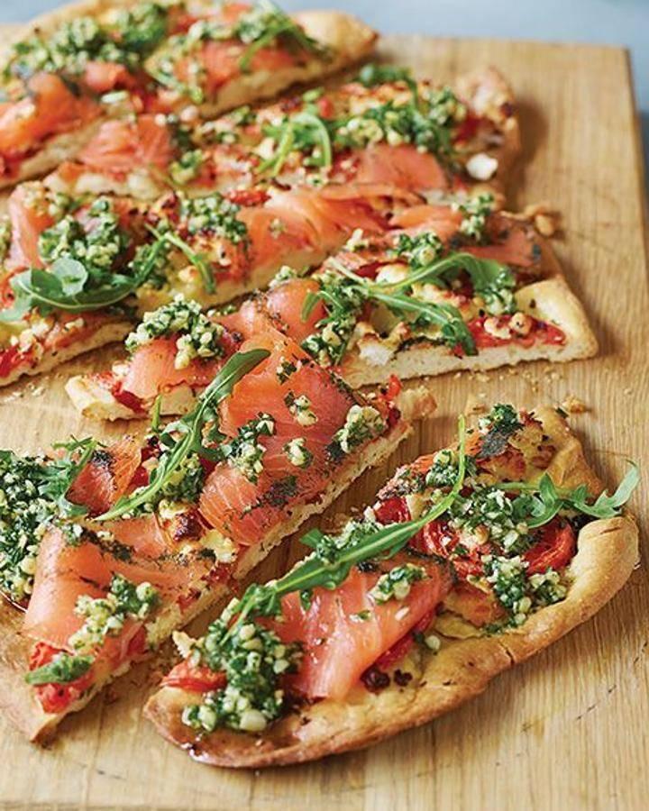 Пицца с колбасой помидорами и сыром рецепт с фото пошагово и видео - 1000.menu