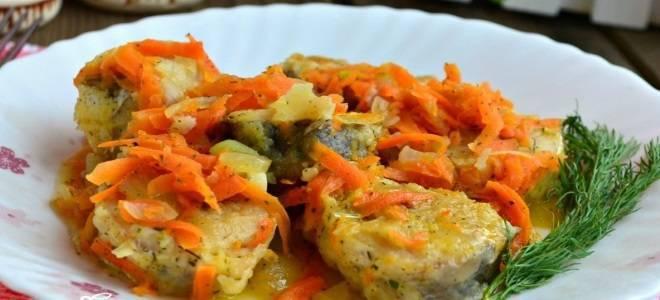 Рыба с морковью и луком - как вкусно готовить жареную или тушеную с картофелем, в томате или сметане