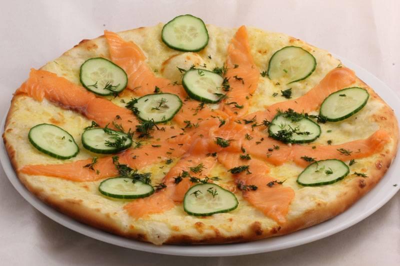Пицца с лососем: рецепты (с сыром, томатной пастой), особенности приготовления