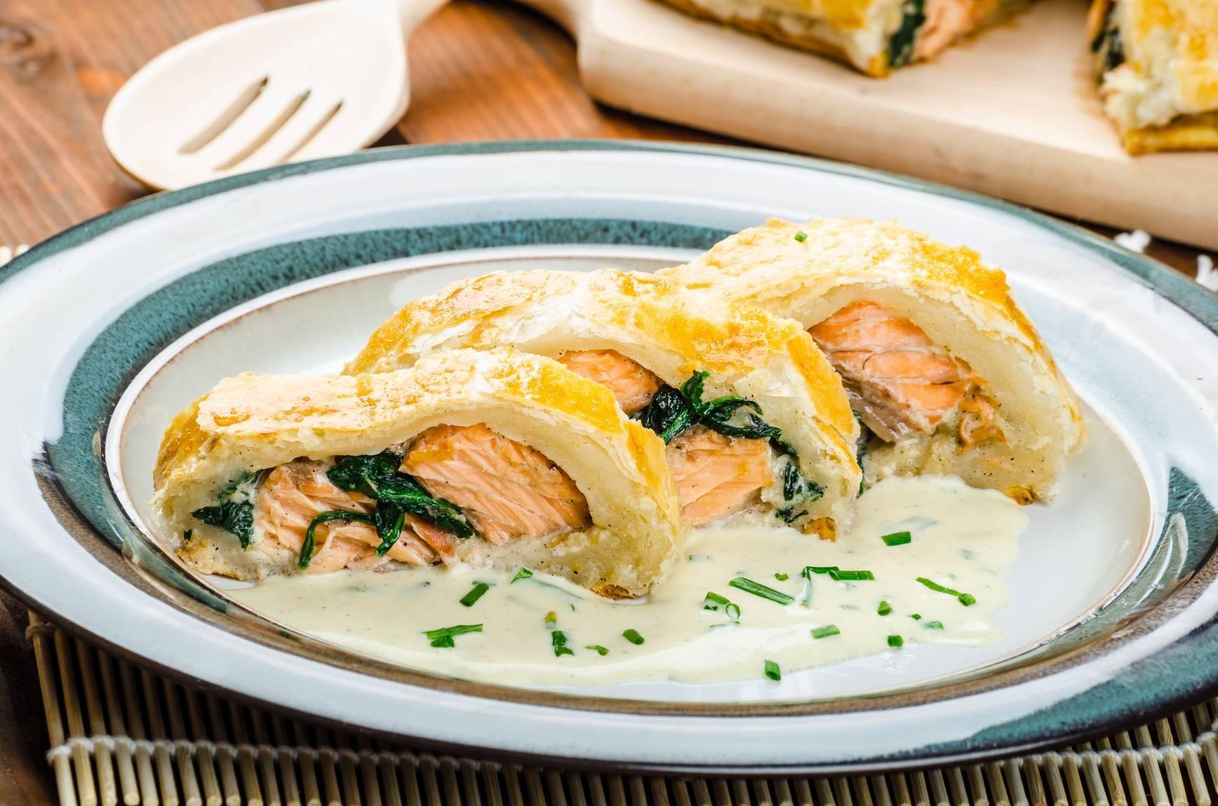 Фаршированная щука с рисом и яйцом