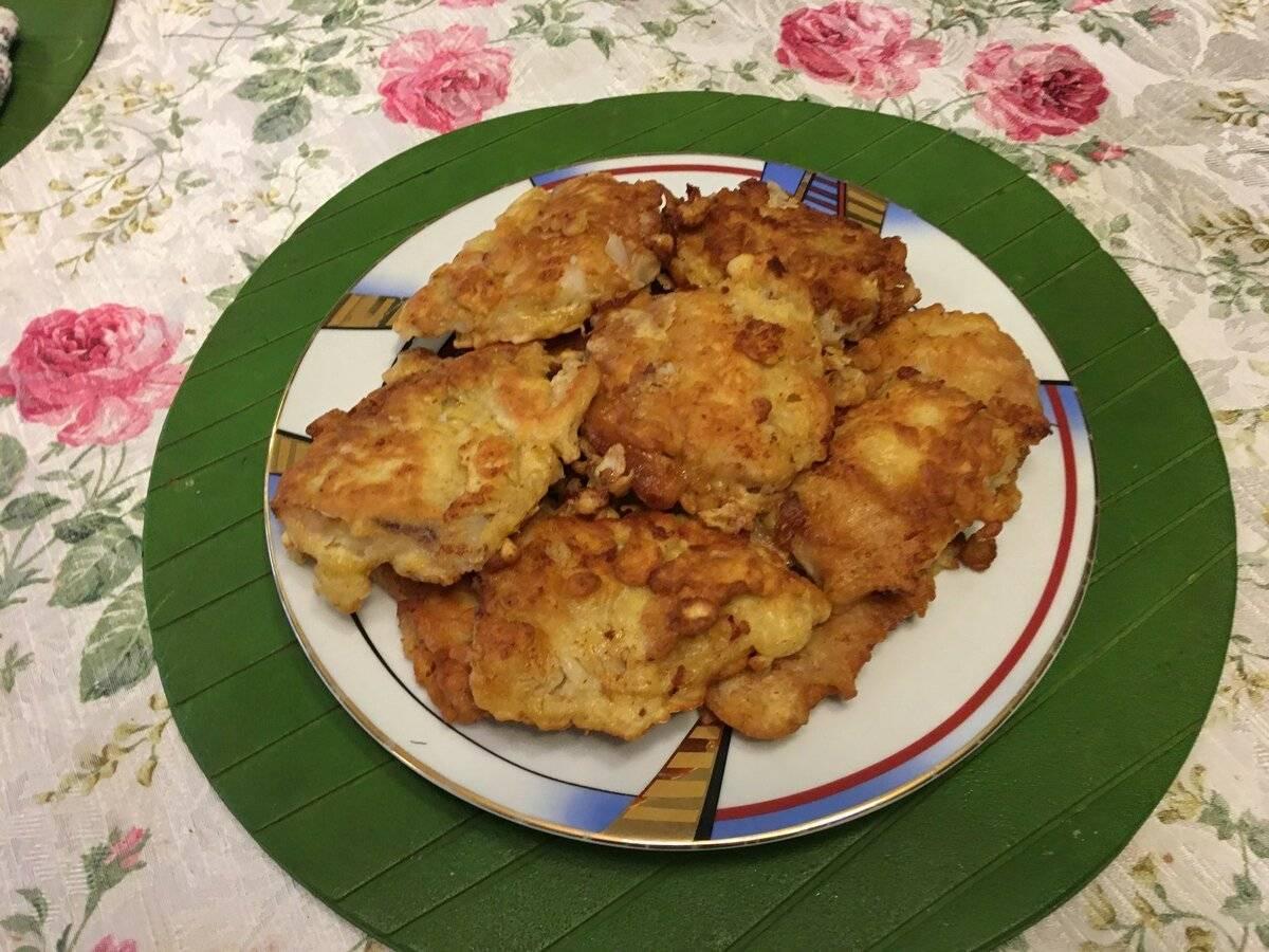 Рыба жареная в панировочных сухарях на сковороде