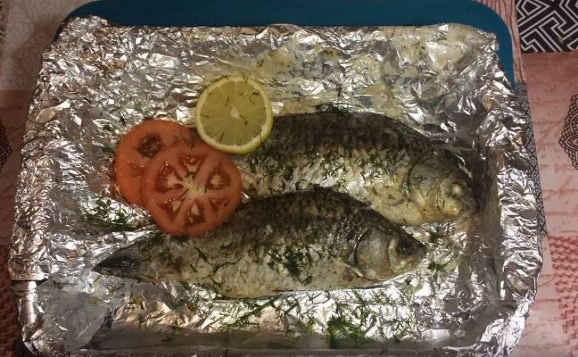 Карась запеченный с картошкой в духовке с майонезом рецепт с фото пошагово - 1000.menu