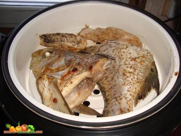 Минтай в мультиварке - как приготовить по рецептам на пару и тушеный, в сметане или с овощами с фото