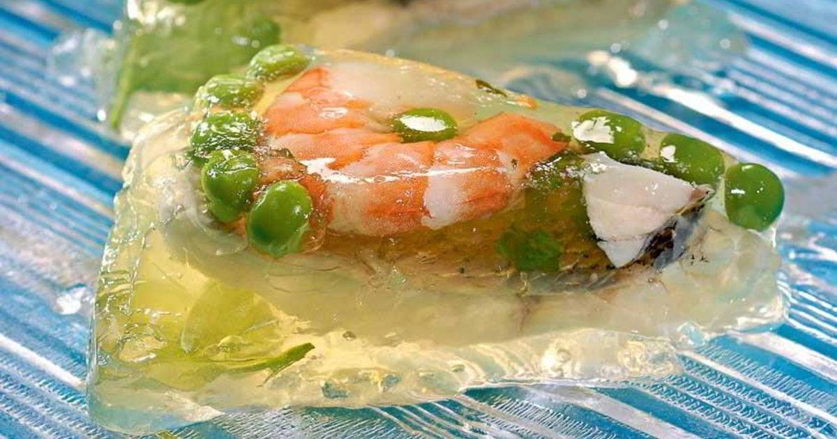 Заливное из судака и о том, как сделать бульон, чтобы был светлый и не пах рыбой