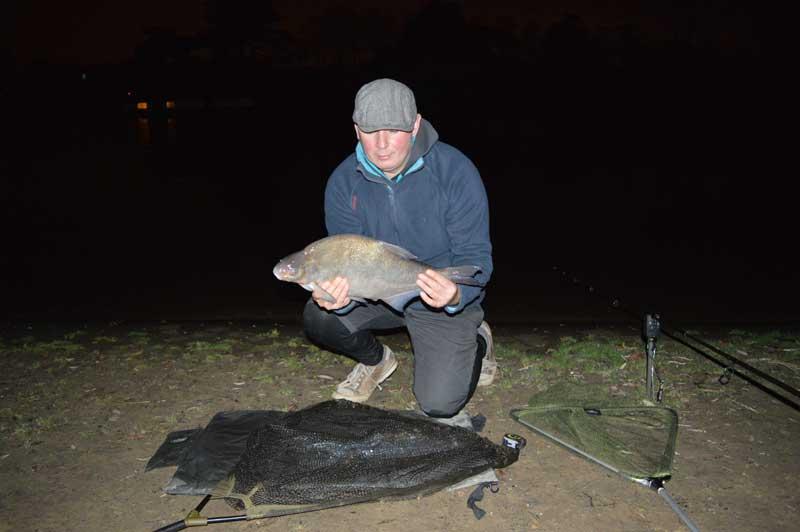 Ловля леща: тонкости ночной ловли, выбор прикормки и места