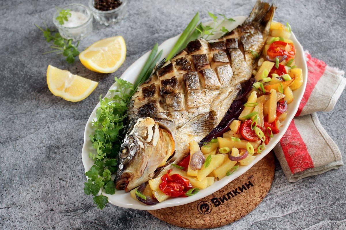 Карп, запечённый с овощами в духовке - 5 пошаговых фото в рецепте