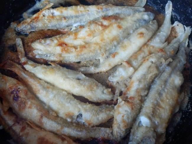 Рецепты жареной корюшки – как жарить корюшку на сковороде - vredupolza