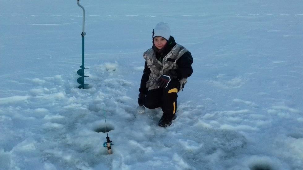 Подлёдная рыбалка зимой на леща с рабочими снастями