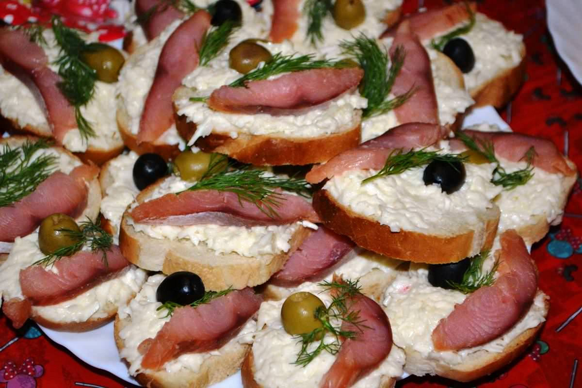 Горячие бутерброды (98 рецептов с фото) - рецепты с фотографиями на поварёнок.ру