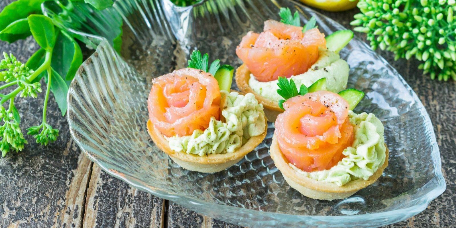 Тарталетки с красной рыбой на праздничный стол: рецепты с фото