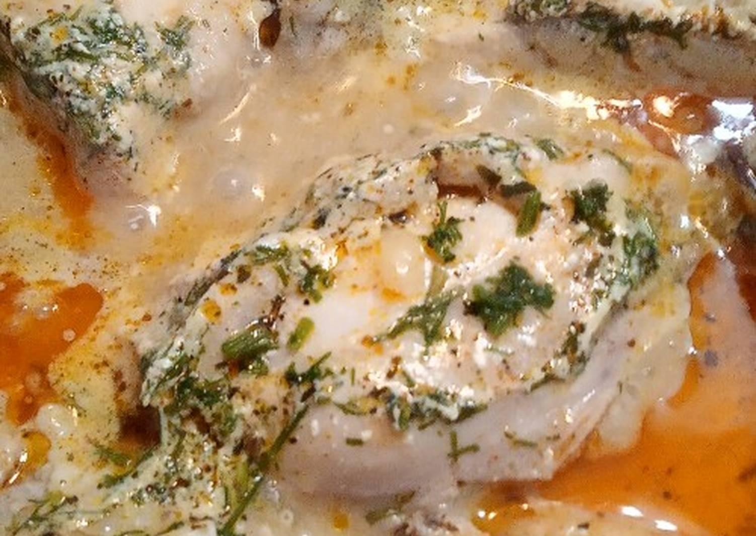 Куриные тефтели в сметанном соусе на сковороде