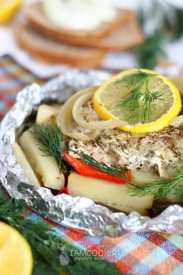 Рыба с картошкой в духовке, запеченная в фольге, рукаве и в горшочке - рецепты пирога, запеканки или тушеной рыбы
