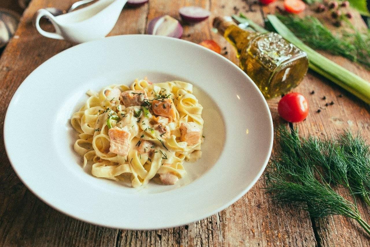 Фетучини с форелью – кулинарный рецепт