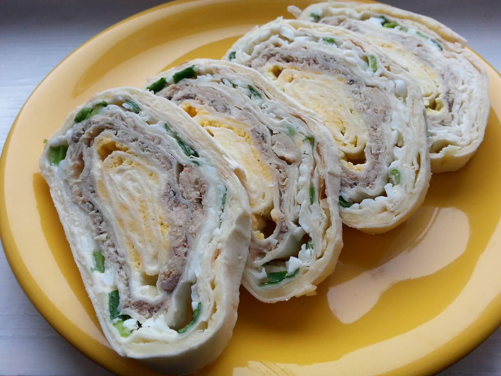 Рулет из лаваша с консервированной рыбой – 7 простых и вкусных рецептов