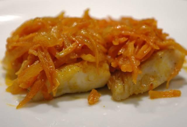 Минтай под маринадом из моркови и лука в духовке, мультиварке, калорийность