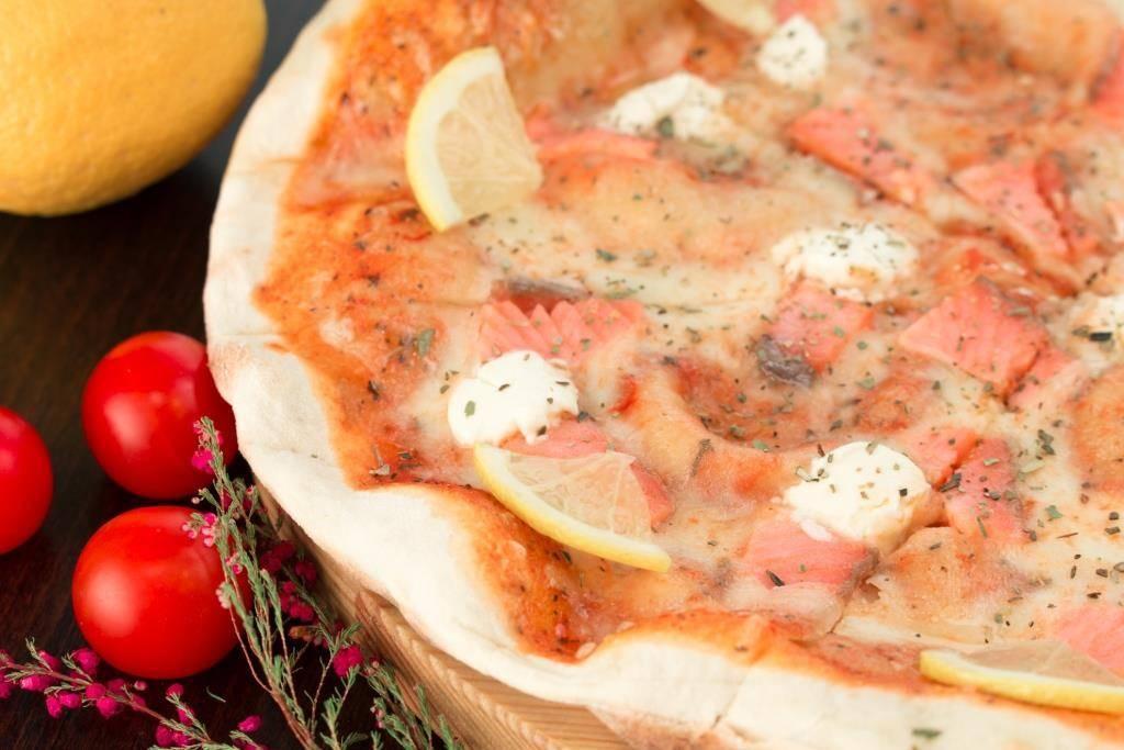 Пицца с лососем. лучшие рецепты. закрытая пицца