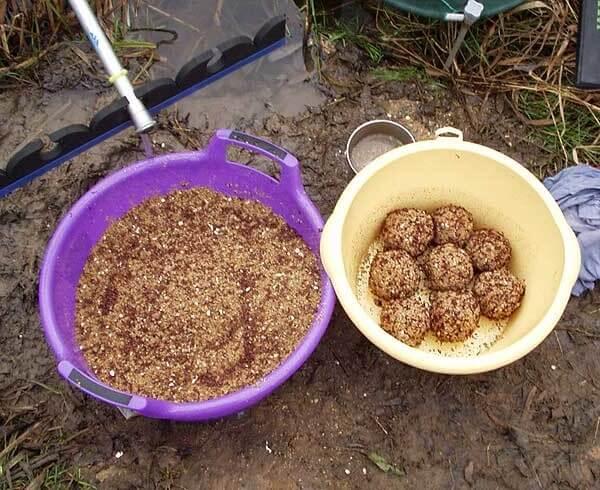 Зимняя прикормка для плотвы своими руками - 4 рецепта изготовления