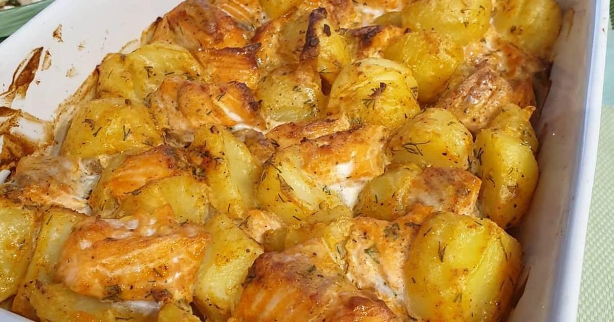 Рыба с картофелем в духовке: 9 сытных рецептов