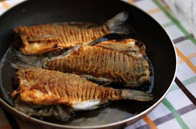 Как готовить карася без костей — рецепты, как вкусно приготовить рыбу