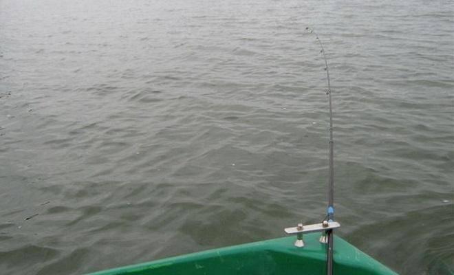 На донку с лодки - читайте на сatcher.fish