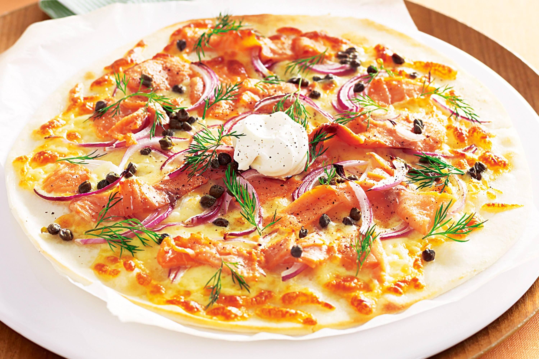 Белая пицца с копченой семгой