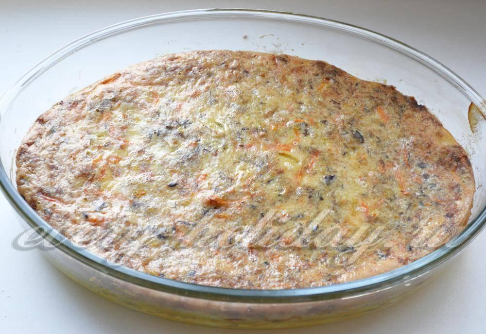 Заливной пирог с рыбными консервами и картошкой