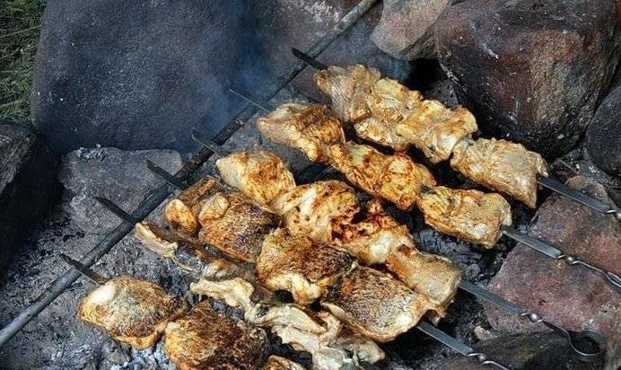 Карп на мангале с орегано и укропом – кулинарный рецепт