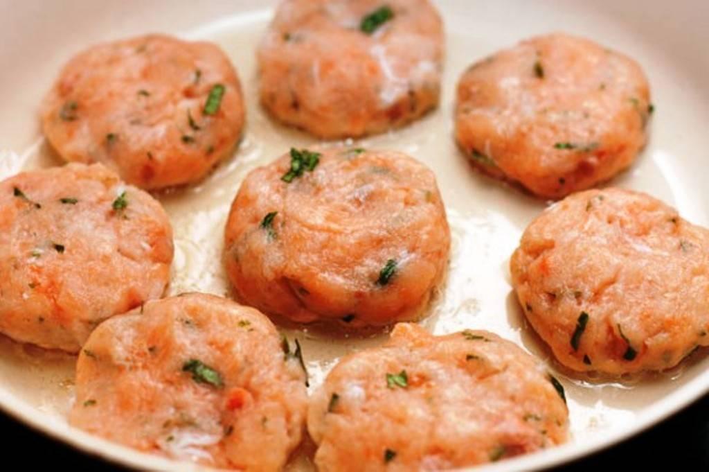 Рыбные котлеты из фарша лосося в духовке — рецепт с фото пошагово