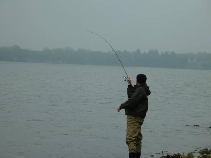 Особенности рыбалки в дождь