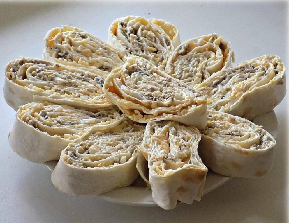 Пошаговый рецепт рулета из лаваша с консервированной рыбой