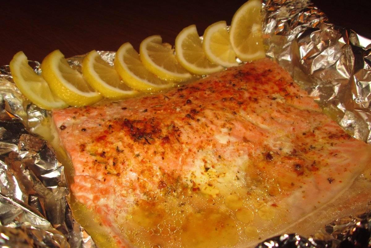 Лосось в духовке: 5 вариаций блюда