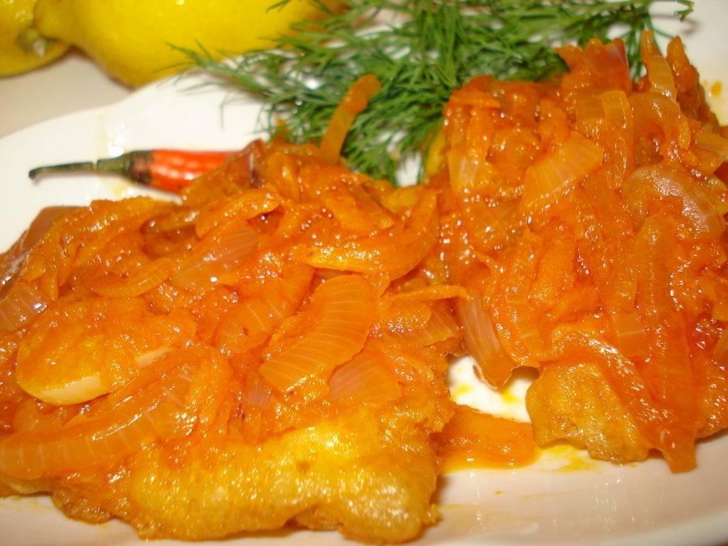Минтай под овощным маринадом из моркови и лука - рецепт из детства