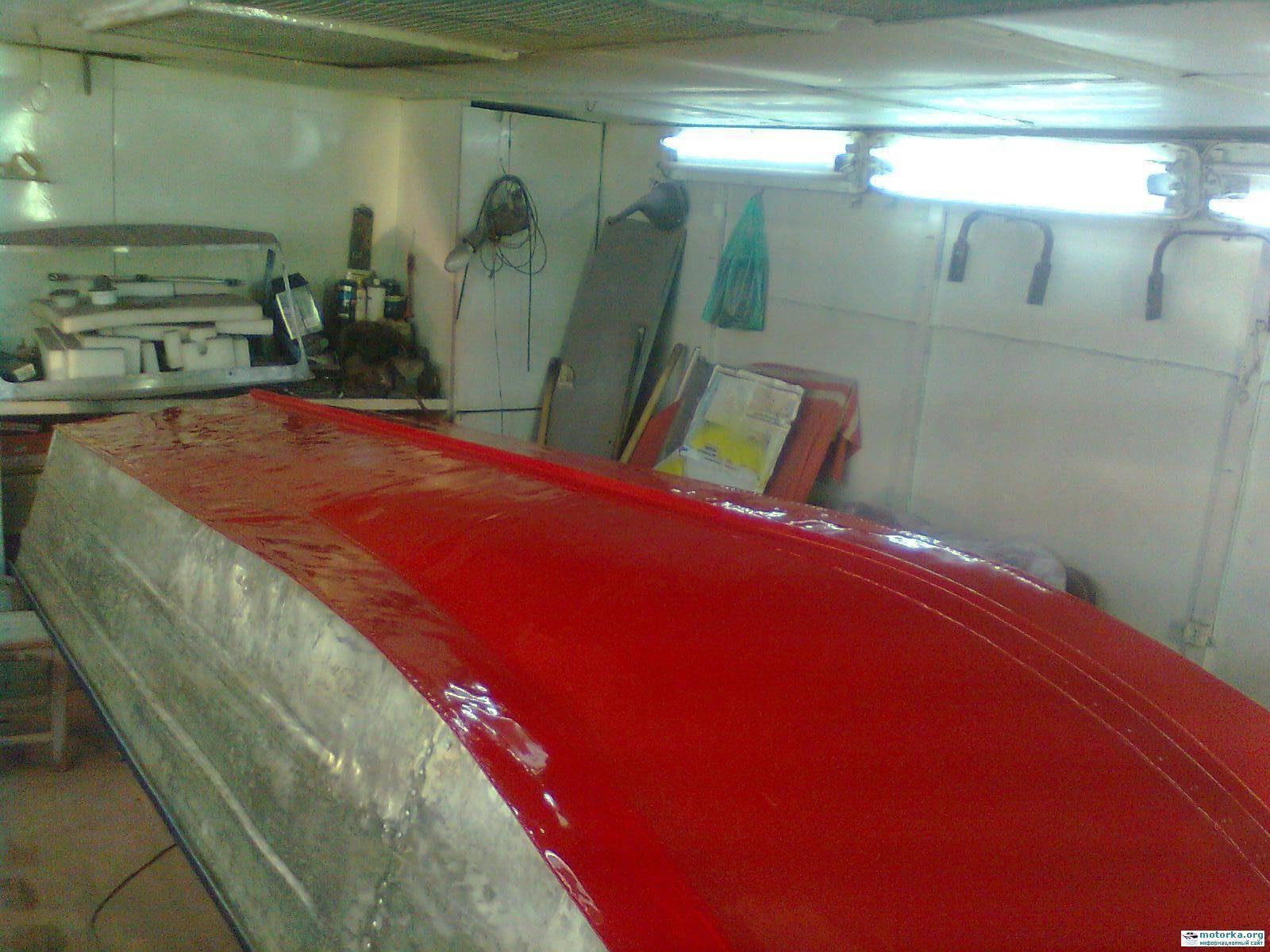 Можно ли красить днище лодки обычной краской или нужна специальная?